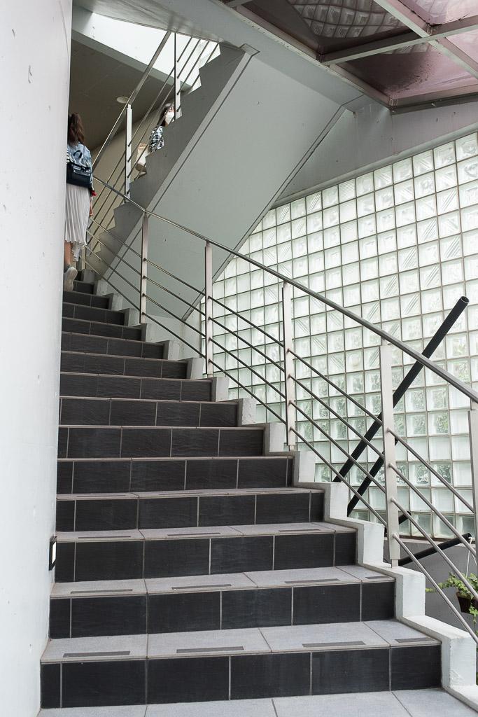 猫カフェ・てまりのおうちに通じる階段