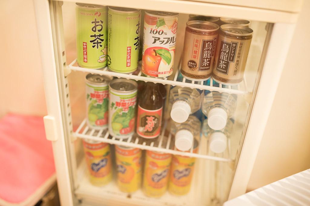 猫カフェ・えこねこの缶タイプのドリンクサーバー