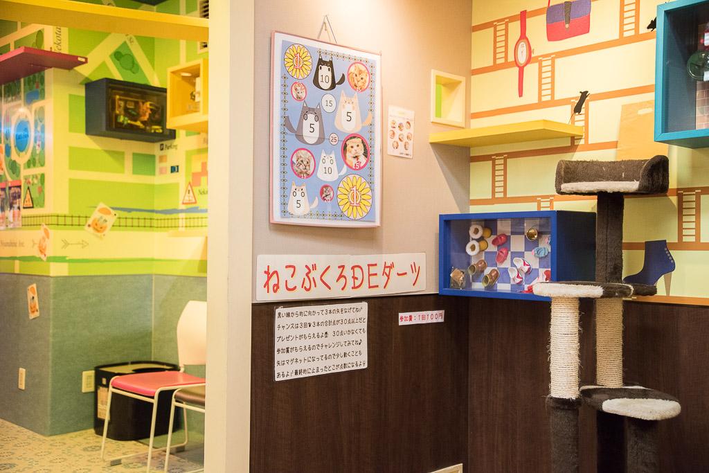 猫カフェ・ねこぶくろにある子ども用ダーツ