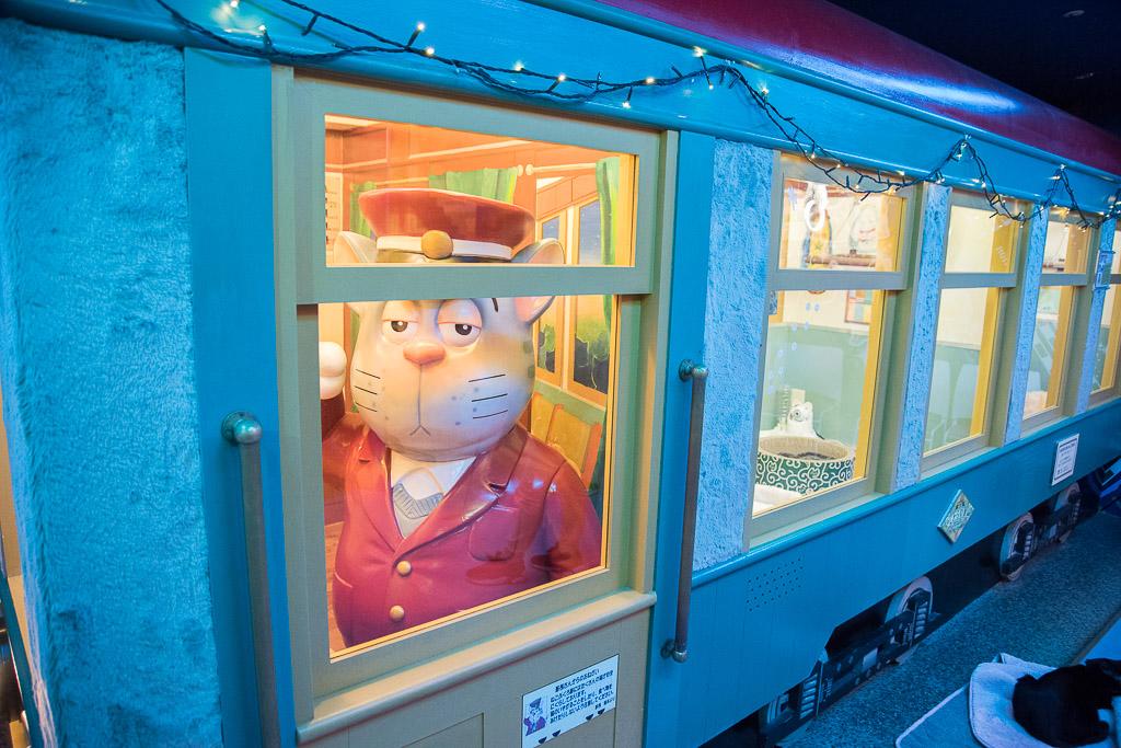 猫カフェ・ねこぶくろの店内にある電車オブジェ