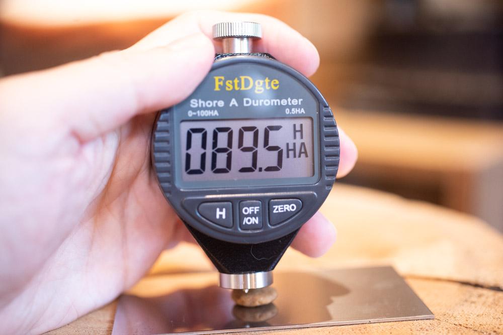 モンプチ クリスピーキッス贅沢バラエティパックの硬さ測定