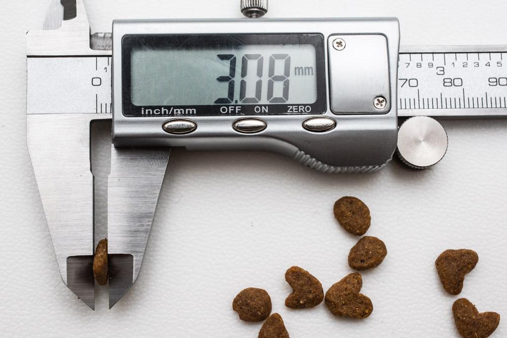 モンプチナチュラル白身魚とチキンの贅沢の厚み測定