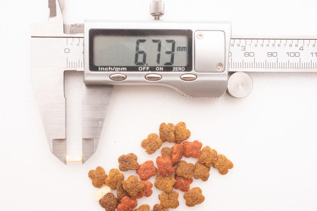 COMBO子ねこ用ミルクチップ添えのミルクチップ、長さ測定