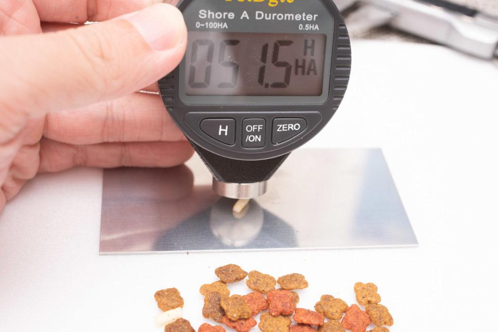 COMBO子ねこ用ミルクチップ添えのミルクチップ、硬さ測定