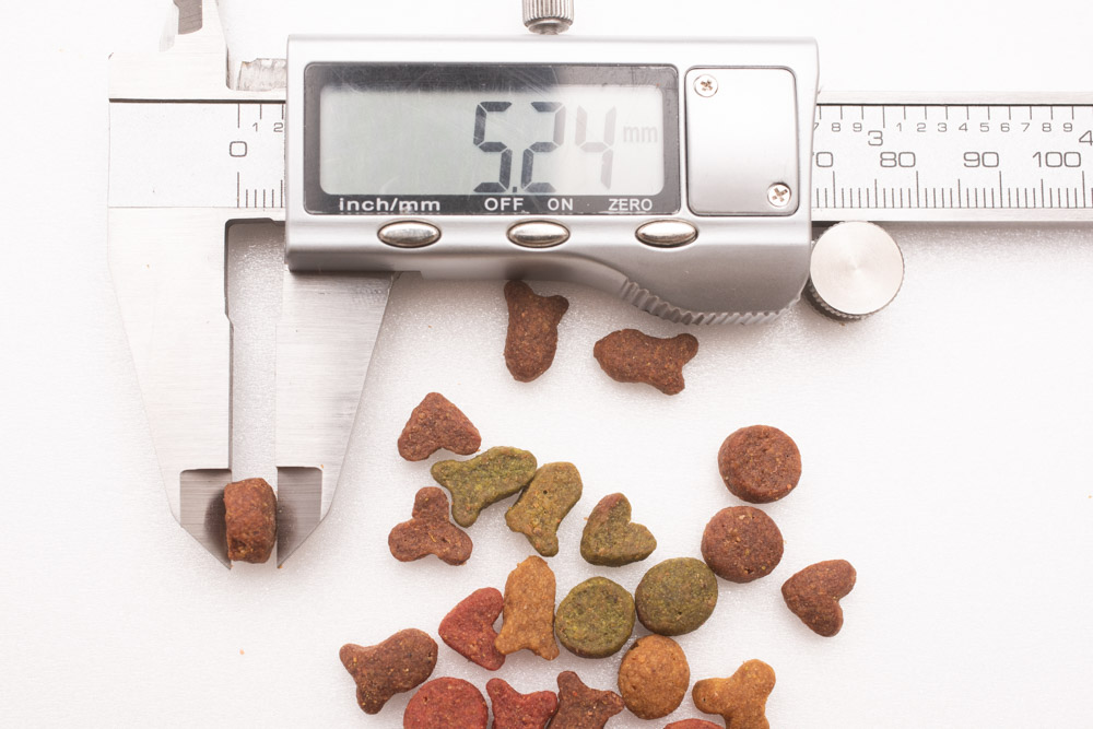 モンプチ子猫用5種のブレンドの厚み測定