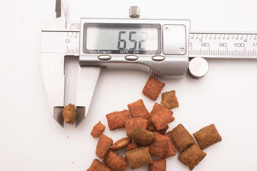 シーバDUO香りのまぐろ味セレクションのまぐろ・ほたて味の厚み測定