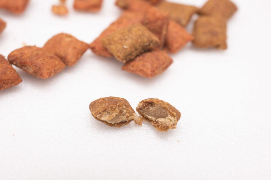 シーバDUO香りのまぐろ味セレクションの粒の断面図
