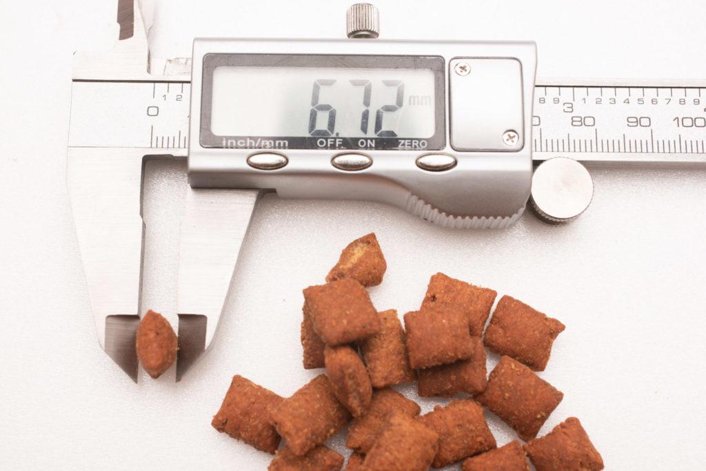 シーバDUO香りのまぐろ味セレクションのまぐろ・ささみ味の厚み測定