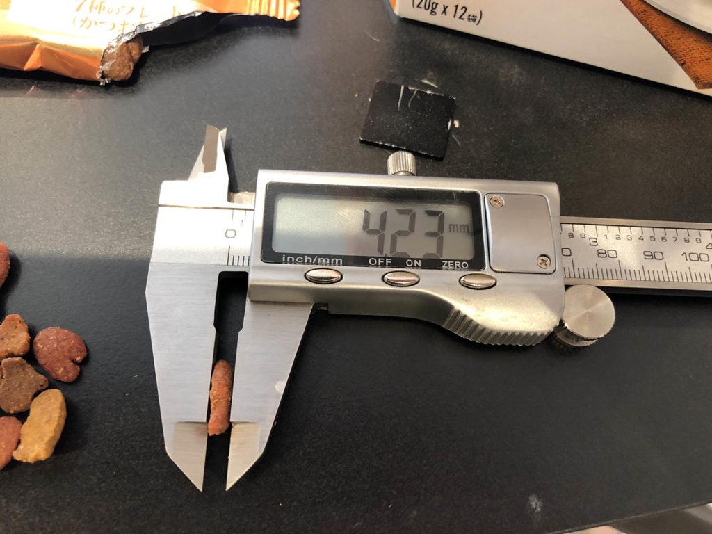 モンプチ 7種のブレンド かつお節入りの厚み測定