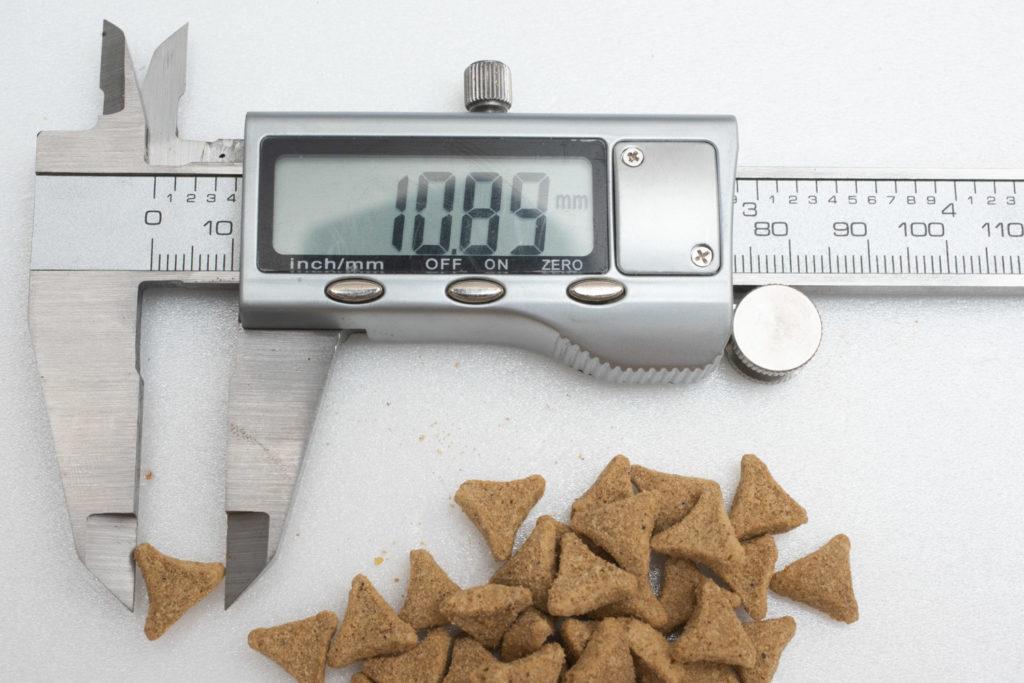 サイエンス・ダイエットの粒の長さ測定