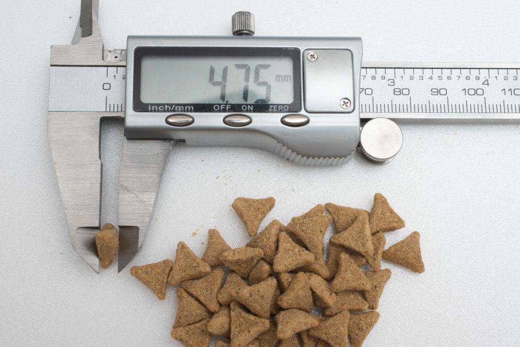 サイエンス・ダイエットの粒の厚み測定