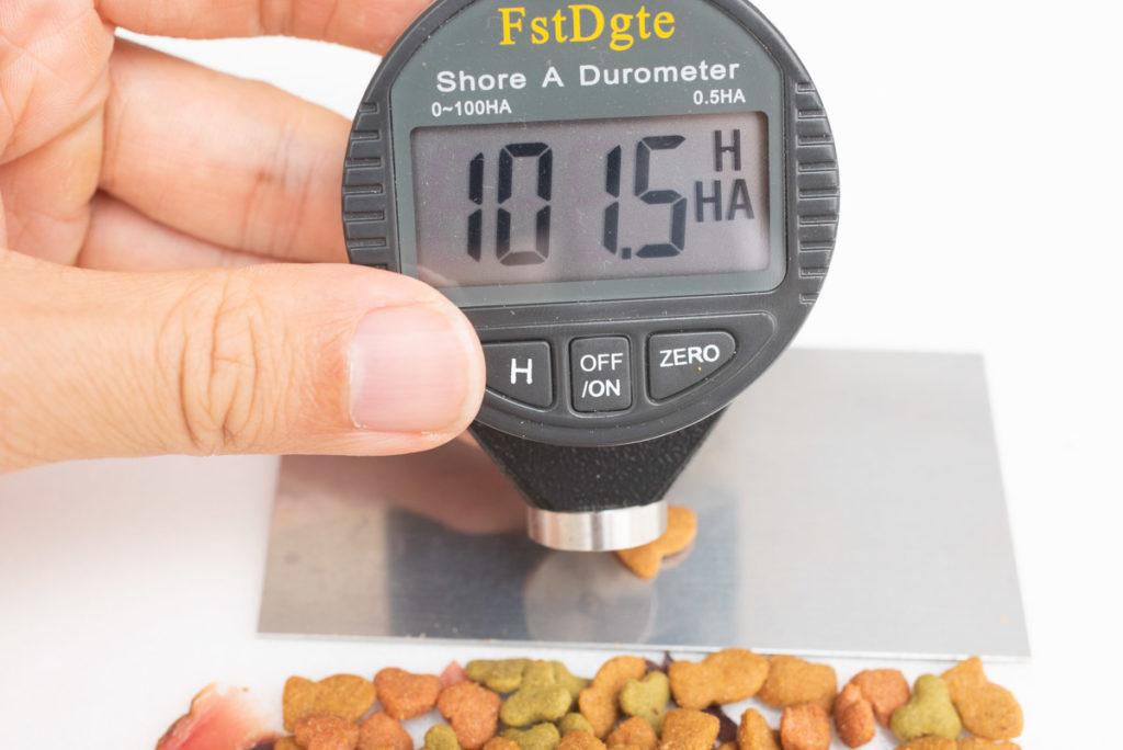 懐石2dishの小魚添えパックの粒の硬さ測定