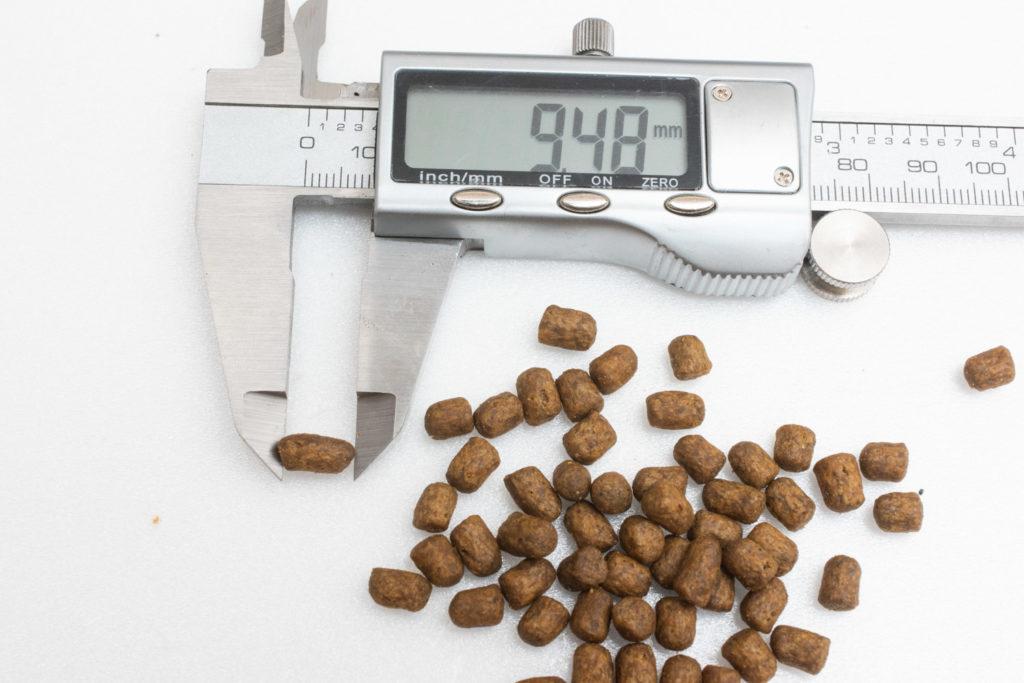 キャットフード、モグニャンの粒の長さ測定