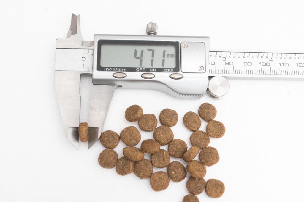 ニュートロ・ワイルドレシピ・キャットフードの厚み測定