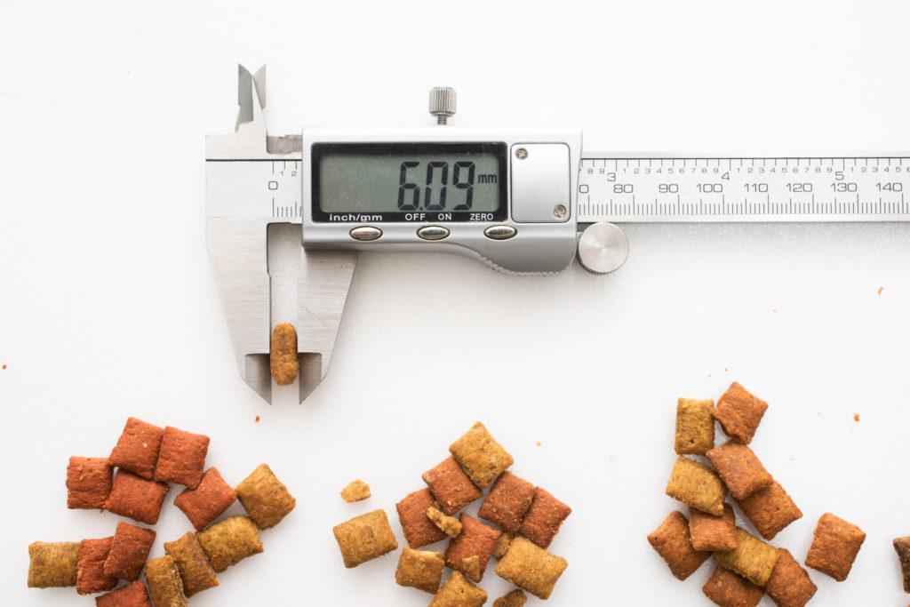 シーバDUO魚介とお肉のチーズ味セレクションの厚み測定