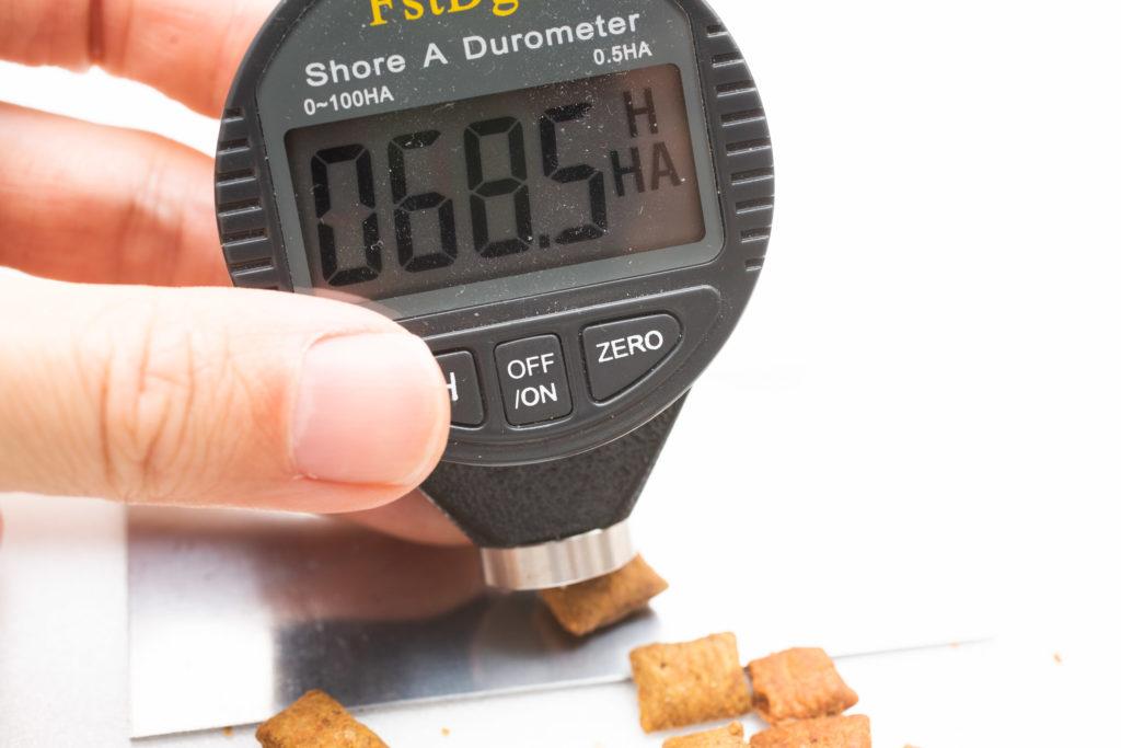 シーバDUO魚介とお肉のチーズ味セレクションの硬さ測定