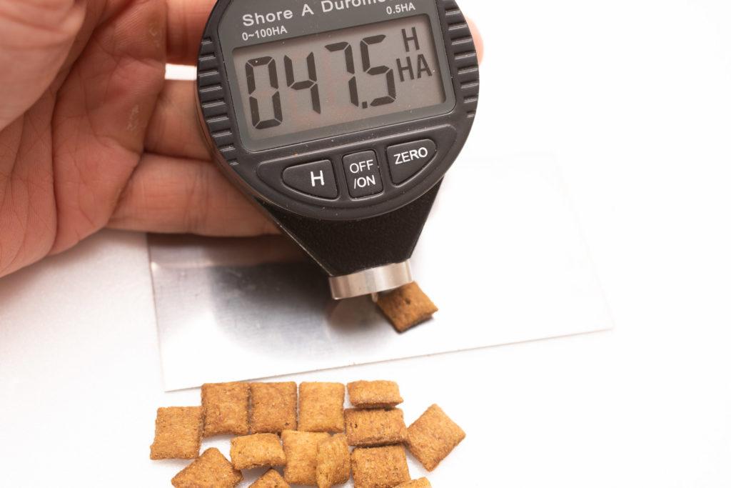 シーバDUO贅沢お魚味グルメセレクションの硬さ計測